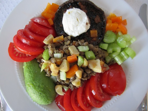 GARLIC ROASTED PORTOBELLO MUSHROOM AND LENTIL SALAD WITH FRESH VEGETABLES